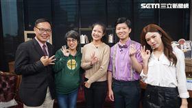 汪潔民笑談政治綜藝化。 左起:汪潔民、李晏榕及林亮君,參與網路節目錄影。