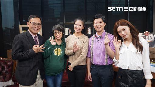 汪潔民笑談政治綜藝化。左起:汪潔民、李晏榕及林亮君,參與網路節目錄影。