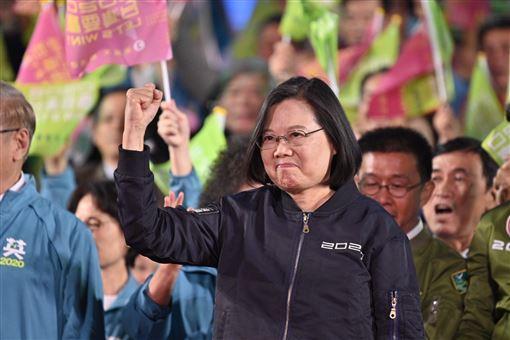 蔡英文總統10日晚間舉行「光復高雄選前之夜」造勢晚會。(圖/蔡競辦提供)