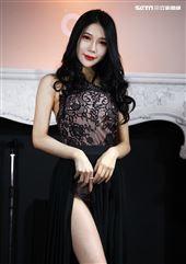 表特版女神沈琪琪77拍攝「2020女神回歸年曆」。(記者邱榮吉/攝影)