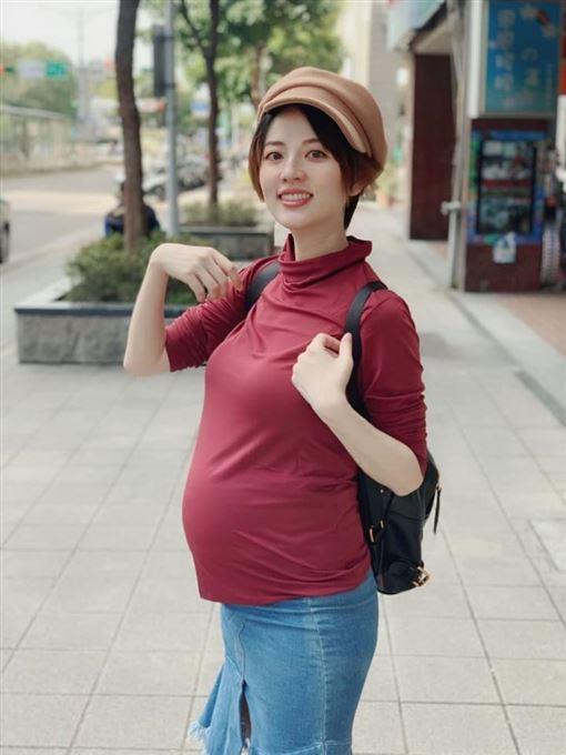 投票,2020,阿諾,孕婦,插隊。翻攝自臉書