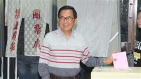 陳水扁台南投票前總統陳水扁11日上午前往位於台南市東區的衛生局林森辦公室投開票所投票,並呼籲選民踴躍投票。中央社記者楊思瑞攝 109年1月11日