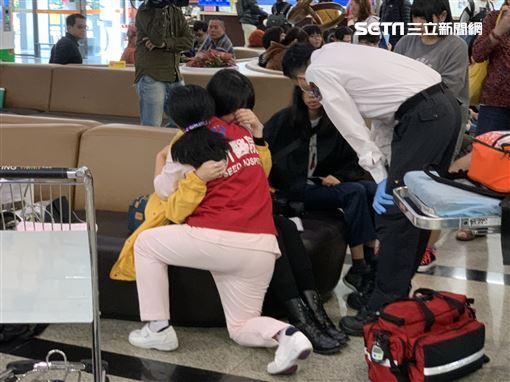 放浪兄弟抵台女粉絲暈倒 記者鄭尹翔攝影