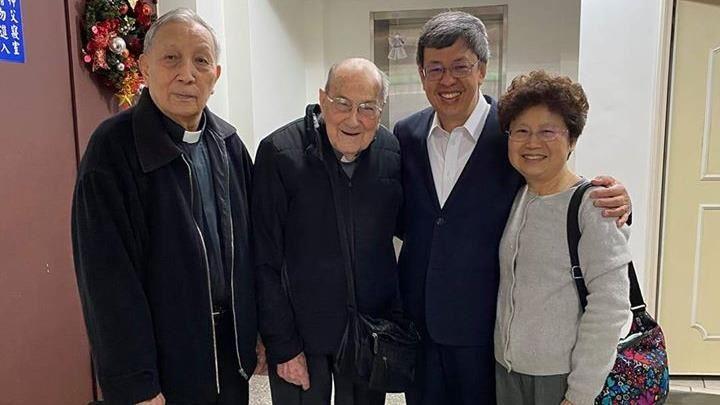 剩不到2小時!陳建仁攜103歲首投族神父:把握時間投票