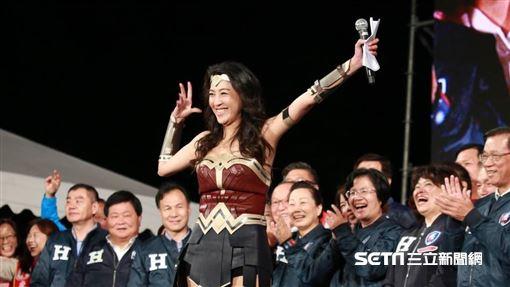 韓國瑜凱道造勢晚會,許淑華神力女超人亮相。(資料圖/記者林士傑攝影)