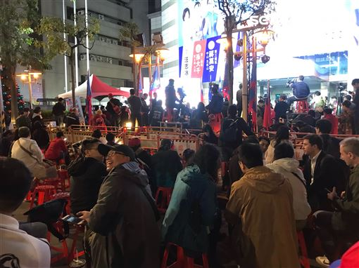 韓粉包圍國民黨中央 記者李依璇攝影