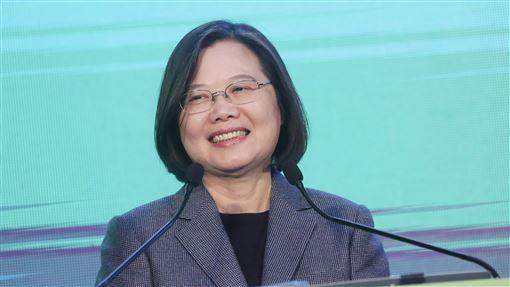 蔡總統:能領導台灣 是我畢生最大的榮幸總統蔡英文11日以突破800萬大觀的歷史性高票贏得2020總統大選,她11日晚間向全台人民發表談話時表示,能夠領導台灣這個國家,是她畢生最大的榮幸。中央社記者吳家昇攝 109年1月11日