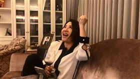 于美人在總統大選結束後的凌晨開直播跟粉絲分享心情。臉書