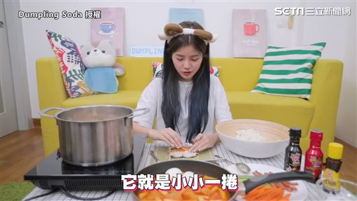 ▲▼彤彤在「邪惡宵夜系列」第五集,製作了韓國路邊攤經典小吃。(圖/Dumpling Soda 授權)