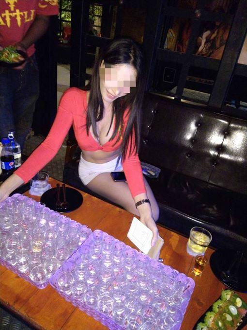 爆乳陪酒妹一晚喝520杯 曝驚人收入(翻攝自臉書) ID-2356889