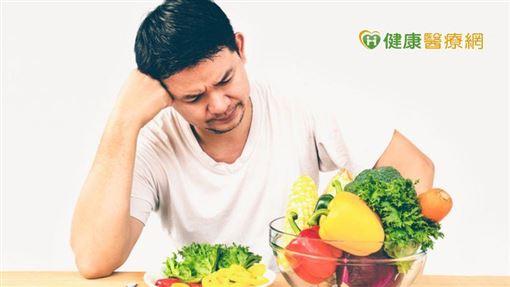 患者平時仍是要培養正確的血糖監測習慣,定期測量配對血糖,建議每週至少選兩個平常日與一個假日,挑選不同餐來檢視配對血糖,以建立正確的飲食觀念,醫師也會視血糖檢測結果給予藥物和飲食習慣的調整和建議。