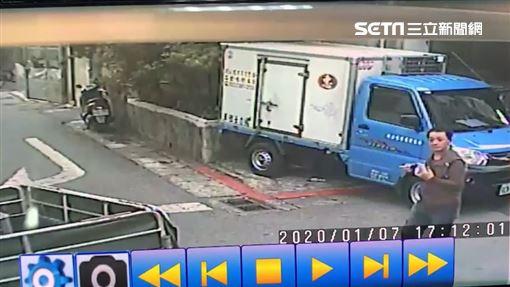 分屍嫌,萬華,馬來西亞女華僑,嫌犯分屍後外出丟垃圾 翻攝畫面