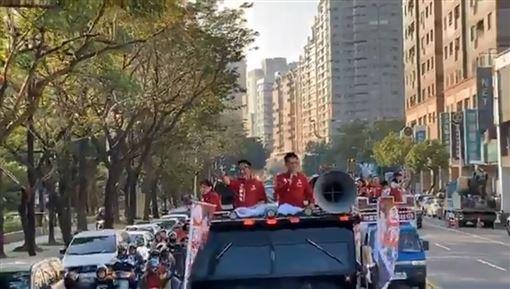 陳柏惟高雄謝票(圖/翻攝自3Q 陳柏惟臉書)