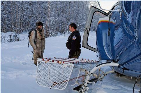 ▲男子受困阿拉斯加雪地23天終於獲救。(圖/翻攝自Alaska State Troopers)住家被燒毀!男子困荒野23天 雪地畫「SOS」成功獲救(圖/翻攝自Alaska State Troopers)