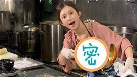 雞排妹學做菜(圖/翻攝自雞排妹ili鄭家純臉書)
