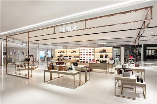信義區最新百貨「信義遠百」義大利品牌FURLA 、 ARMANIEXCHANGE台北概念店、摩曼頓「Momentum Select」