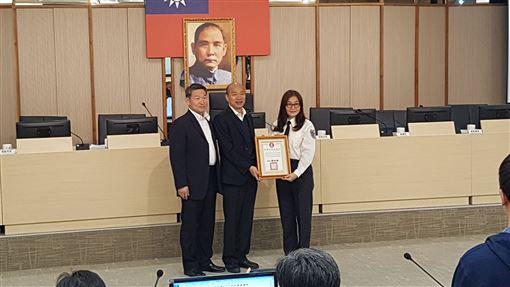 韓國瑜重新上班頒獎