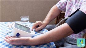 名家專用/NOW健康/日本高血壓學會建議,量血壓的好時機在剛睡醒與睡前,台灣高血壓學會同時呼籲,2隻手臂血壓都要量。(勿用)