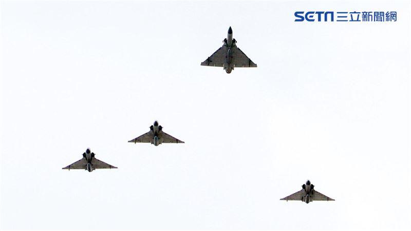 追思致敬沈一鳴!幻象2000戰機、黑鷹直升機編隊衝場