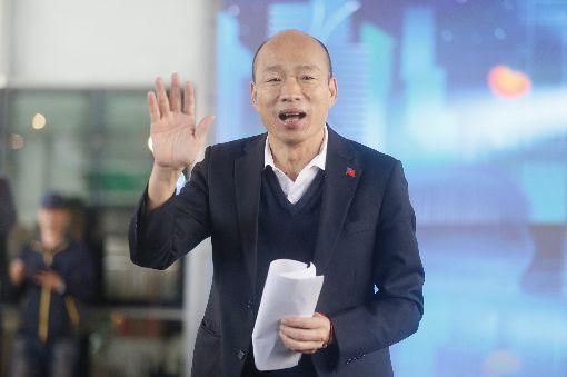 韓國瑜出席高雄燈會藝術節記者會(2)高雄市長韓國瑜(圖)14日在鳳山行政中心出席高雄燈會藝術節記者會,向與會來賓揮手致意。中央社記者董俊志攝  109年1月14日