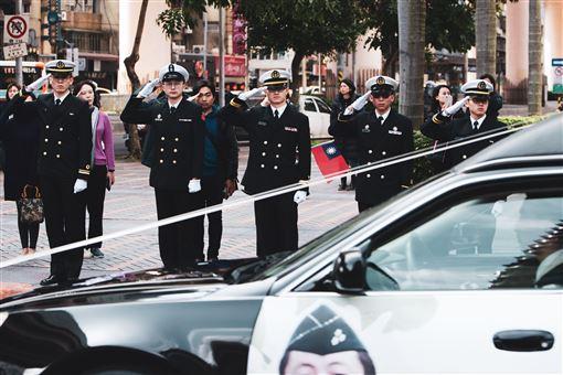 沈一鳴,啟靈車隊,致意,國旗 軍聞社提供