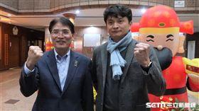 體育署長高俊雄和中職秘書長馮勝賢。(圖/記者王怡翔攝影)