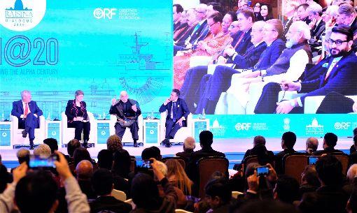 瑞辛納對話開幕 莫迪出席第5屆瑞辛納對話14日晚間在新德里開幕,印度總理莫迪(右上角右2)出席開幕典禮,並在台下聆聽多國前總統和前總理對話,討論美伊衝突等議題。中央社記者康世人新德里攝  109年1月15日
