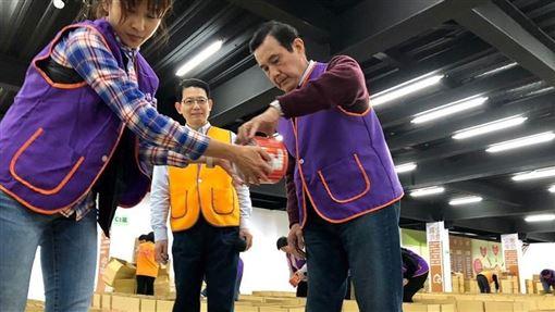 ▲馬英九到安得烈慈善協會擔任志工。(圖/翻攝自羅紹和臉書)