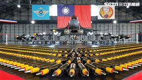 F16V戰機全載掛武器裝備。(記者邱榮吉/攝影)