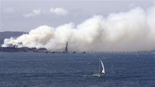 ▲澳洲野火煙霾壟罩。(圖/美聯社/達志影像)