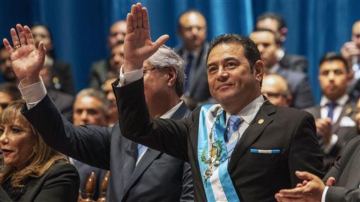 莫拉萊斯,卸任總統,丟擲雞蛋,就任新職,競選獻金(AP)