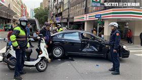 台北市仁愛所警員在立法院門口發生車禍(翻攝畫面)