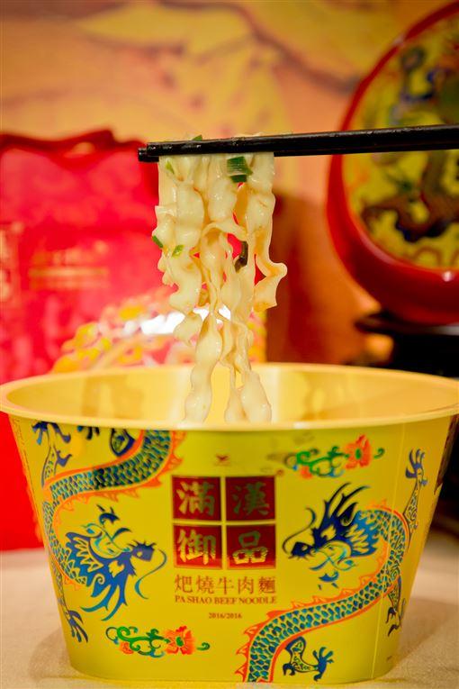 故宮帝王級泡麵,滿漢御品。(圖/業者提供)