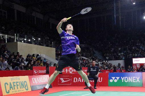 王子維晉級印尼羽球大師賽16強王子維15日在印尼羽球大師賽以直落二擊敗泰國好手王高倫,晉級男單16強賽。中央社記者石秀娟雅加達攝 109年1月15日