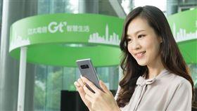 圖/亞太電信提供,滑手機