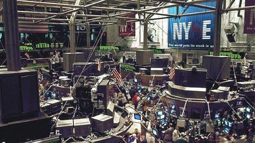 華爾街股市3大指數16日再度締造收盤新高,道瓊工業指數終場上揚267.42點或0.92%,收在29297.64點。圖為紐約證券交易所。(圖取自Pixabay圖庫)