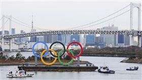 ▲東京台場海上豎立奧運五環。(圖/美聯社/達志影像)