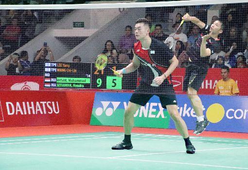 李洋與王齊麟無緣印尼羽球賽男雙四強台灣羽球男雙李洋(右)與王齊麟(左)17日在印尼羽球大師賽遭到印尼對手逆轉,無緣4強。中央社記者雅加達攝   109年1月17日