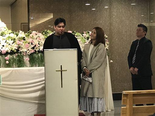 李宣榕悼念父親。(記者洪素津攝影)