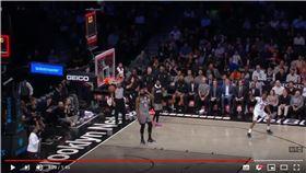 ▲小喬丹(DeAndre Jordan)傳球變失誤,對手抄截投進壓哨球。(圖/翻攝自NBA on TNT)
