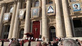教廷封聖典禮現場教廷13日舉行紐曼樞機主教等5位天主教先人封聖典禮,副總統陳建仁夫婦代表中華民國出席。圖為典禮現場。(駐教廷大使館提供)中央社記者黃雅詩梵蒂岡傳真 108年10月13日