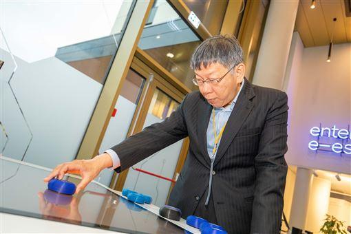柯文哲參訪愛沙尼亞E化政府簡報中心,北市府提供