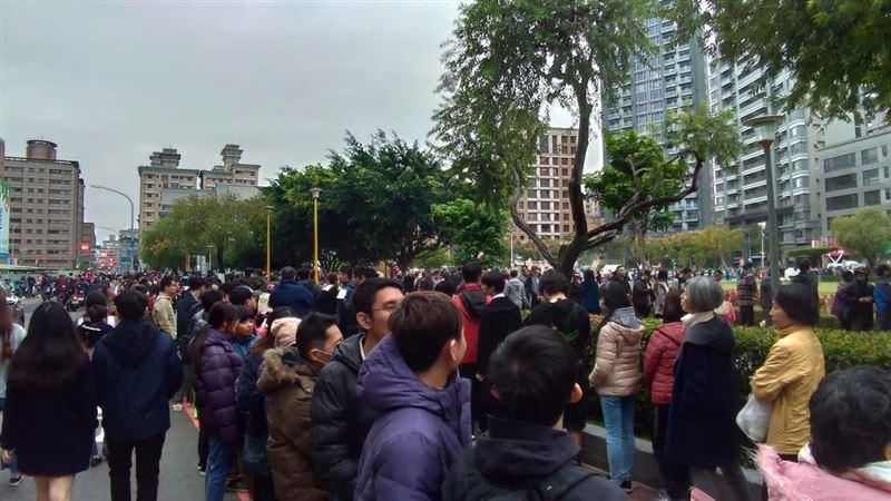 館長開發雞排啦 群眾擠爆蘆洲公園