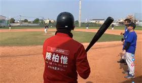 陳柏惟發春聯、打棒球。(圖/翻攝自陳柏惟臉書)