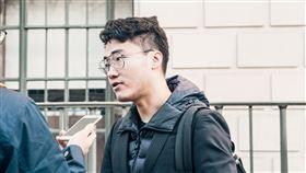 中駐英大使館外聯合抗議 鄭文傑現身英國的香港人組織以及維吾爾族、西藏人士19日在中國駐英大使館外抗議,前英國駐香港總領事館職員鄭文傑現身。(讀者提供)中央社記者戴雅真倫敦傳真 109年1月20日