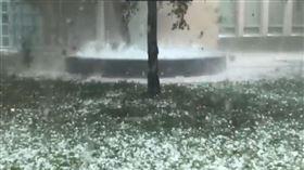 野火未完又降冰雹…澳洲遭水火交攻 連沙塵暴都來攪局 圖/翻攝自推特