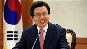 僧侶超傻眼!韓黨主席送「牛肉乾」禮物 網:這種失誤太扯 圖/翻攝自黃教安臉書