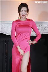 廣告小天后格格 Patti為了拍攝「2020女神回歸年曆」曲線更性感,裡面不穿內褲。(記者邱榮吉/攝影)