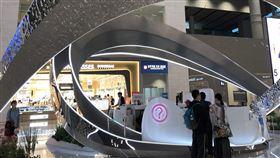 仁川機場競爭力增(2)南韓首爾仁川機場去年蓋了二航廈,同時也成為天合聯盟的專屬航廈,可以提升聯盟內航空公司更便利的銜接性,也擴大其轉機市場,航廈寬敞新穎,也有不少裝置藝術品。中央社記者李欣穎首爾攝 108年6月4日