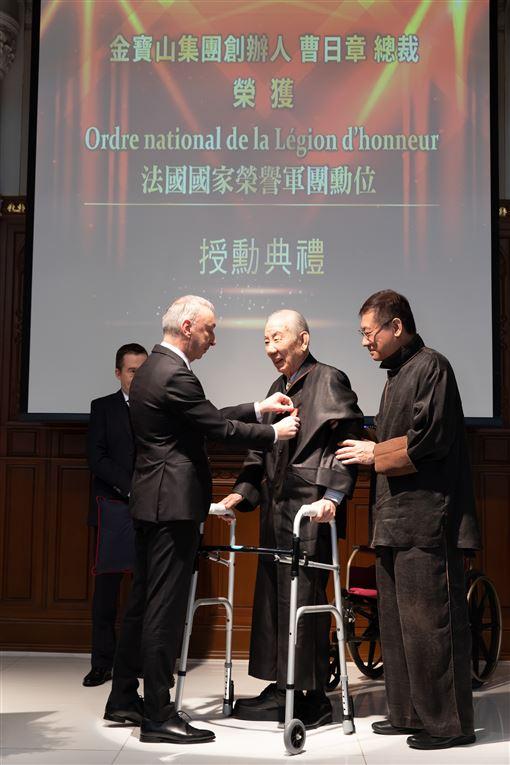 金寶山總裁 獲頒法國家榮譽軍團勳位